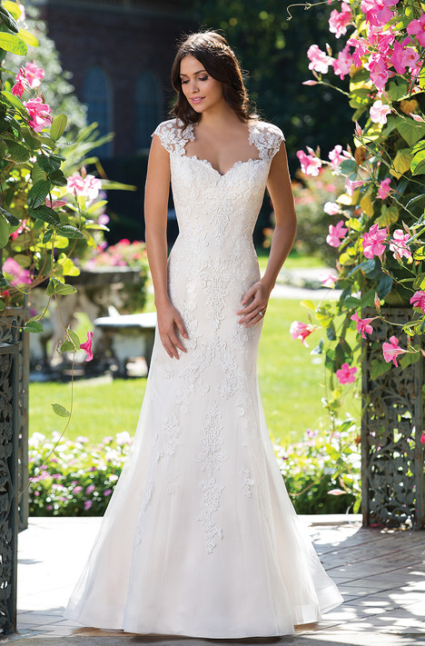 3933 Wedding dress by Sincerity