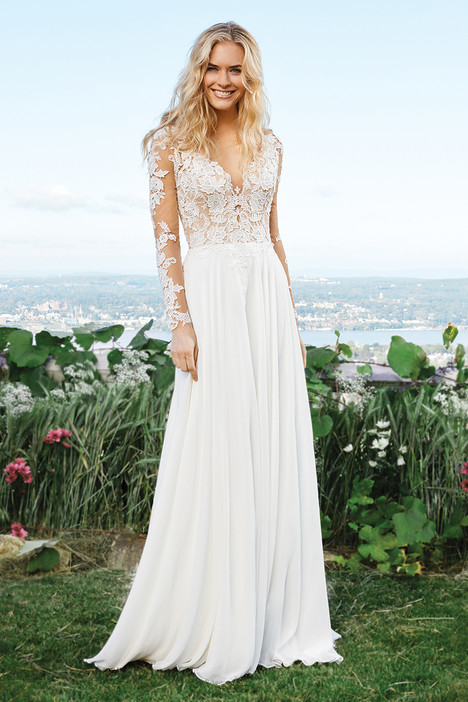 6422 Wedding                                          dress by Lillian West