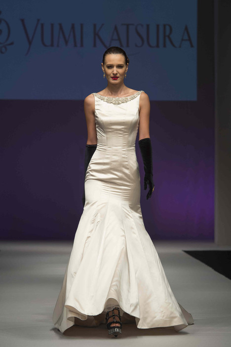 0491 gown from the 2016 Yumi Katsura collection, as seen on dressfinder.ca