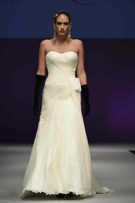 0611 gown from the 2016 Yumi Katsura collection, as seen on dressfinder.ca