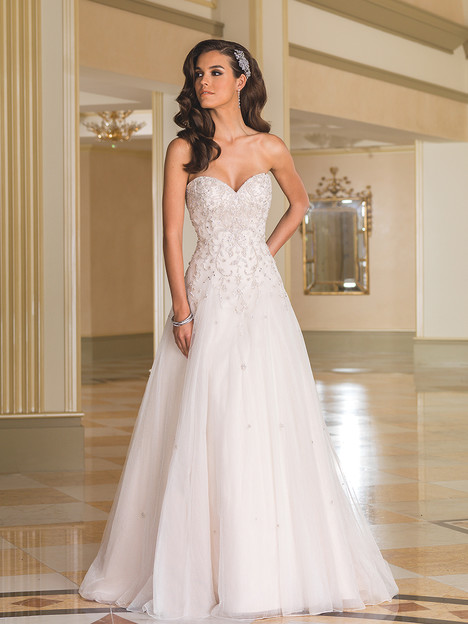 Style 8869 gown from the 2016 Justin Alexander collection, as seen on dressfinder.ca