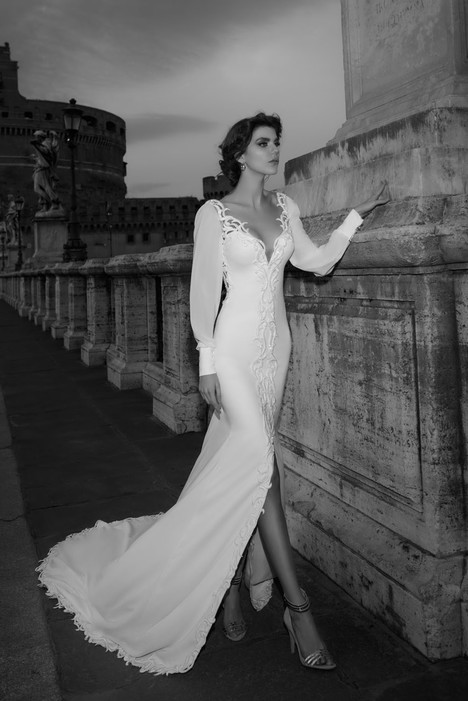 Sabina gown from the 2017 Julie Vino Haute Couture collection, as seen on dressfinder.ca