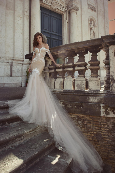 Claudia gown from the 2017 Julie Vino Haute Couture collection, as seen on dressfinder.ca