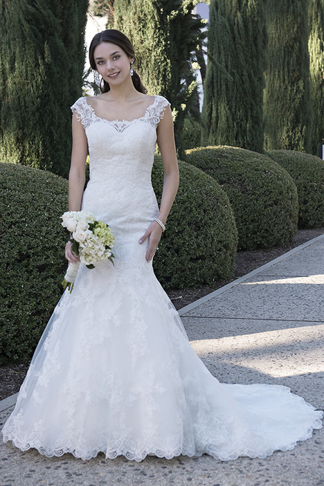 VE8262 gown from the 2016 Venus Bridal collection, as seen on dressfinder.ca