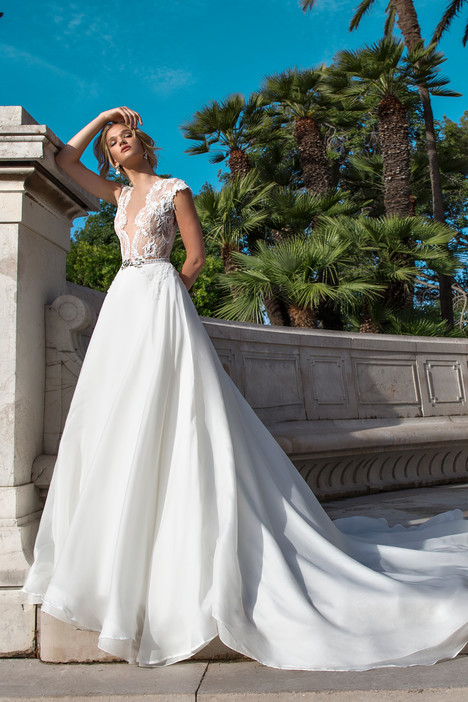 ARAB17632 gown from the 2017 Alessandra Rinaudo collection, as seen on dressfinder.ca