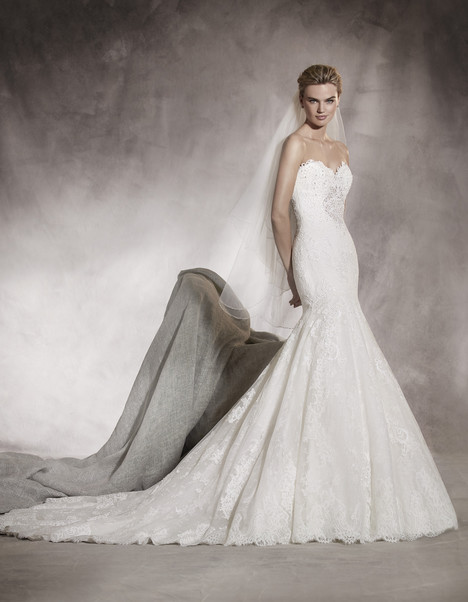 Alaska gown from the 2017 Pronovias collection, as seen on dressfinder.ca