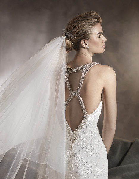 Alexia (back) gown from the 2017 Pronovias collection, as seen on dressfinder.ca