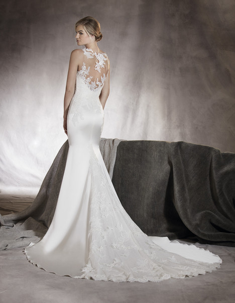 Atenas (back) gown from the 2017 Pronovias collection, as seen on dressfinder.ca