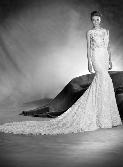 Noruega gown from the 2017 Pronovias Atelier collection, as seen on dressfinder.ca