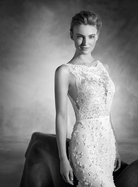 Noruega (2) gown from the 2017 Pronovias Atelier collection, as seen on dressfinder.ca