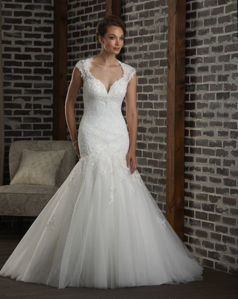 309 gown from the 2013 Bonny Bridal collection, as seen on dressfinder.ca