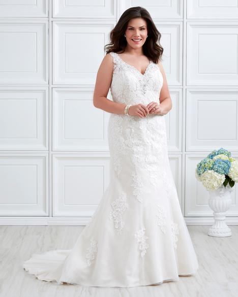 7027W Wedding                                          dress by Romantic Bridals: Curvy Bride