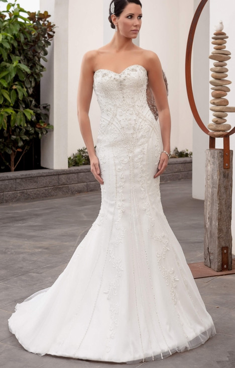 4253 gown from the 2016 Christina Rossi collection, as seen on dressfinder.ca