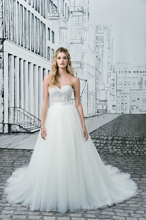 Style 8900 gown from the 2017 Justin Alexander collection, as seen on dressfinder.ca
