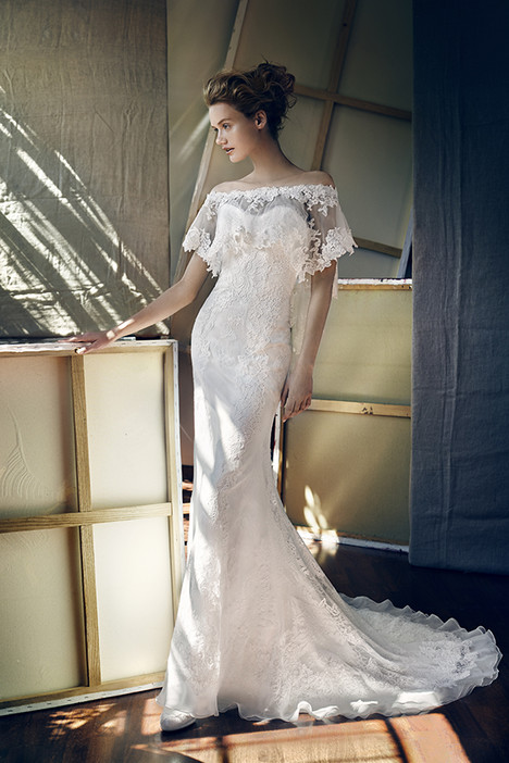 Piscis Wedding                                          dress by Lusan Mandongus