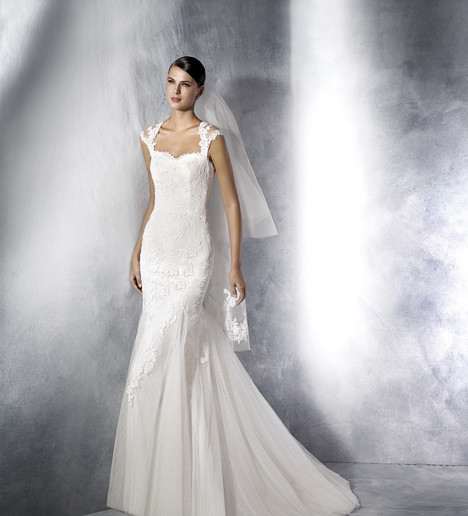 Joana Wedding                                          dress by White One