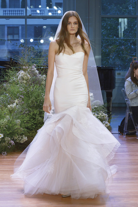 Hailee gown from the 2017 Monique Lhuillier collection, as seen on dressfinder.ca
