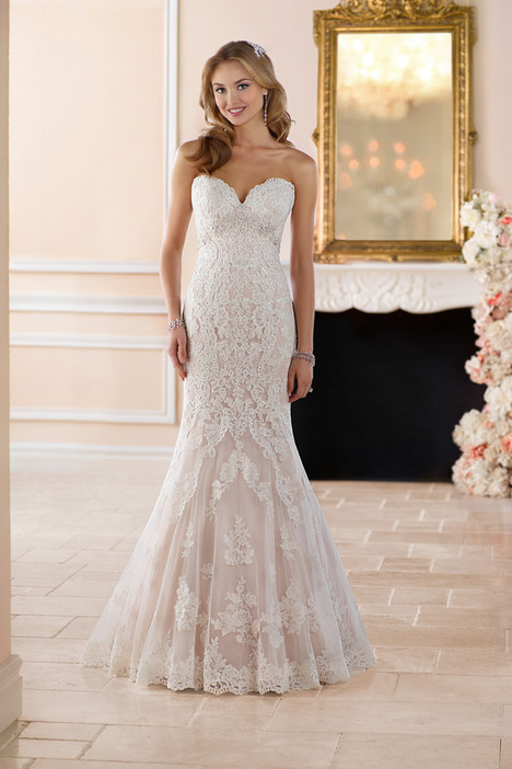 Style 6379 gown from the 2017 Stella York collection, as seen on dressfinder.ca