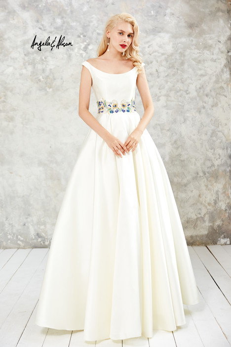 Style 771081 gown from the 2017 Angela & Alison Prom collection, as seen on dressfinder.ca