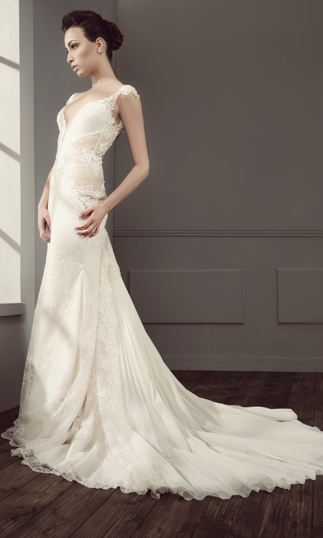 RS 5014 Wedding                                          dress by Regina Schrecker Sposa