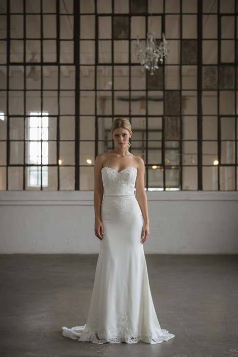 Idina Wedding                                          dress by Lis Simon