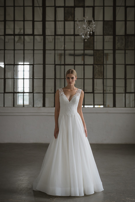 Ilana gown from the 2017 Lis Simon collection, as seen on dressfinder.ca