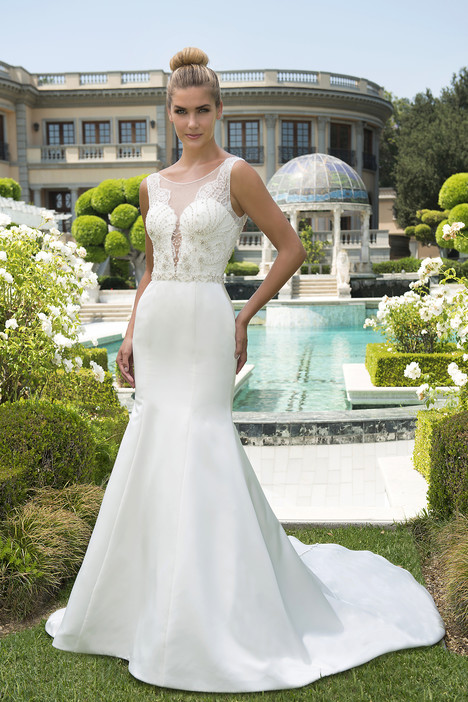VE8305 gown from the 2017 Venus Bridal collection, as seen on dressfinder.ca