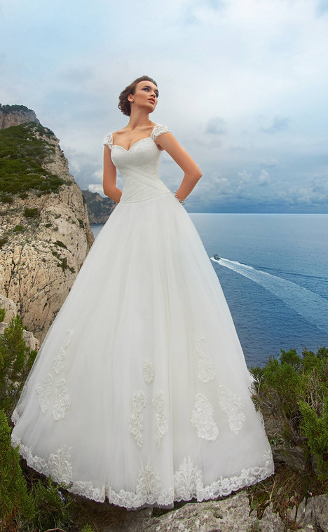 Bianca (11818) Wedding                                          dress by Victoria Soprano