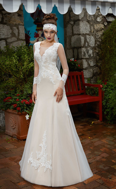 Giulietta (11318) gown from the 2017 Victoria Soprano collection, as seen on dressfinder.ca