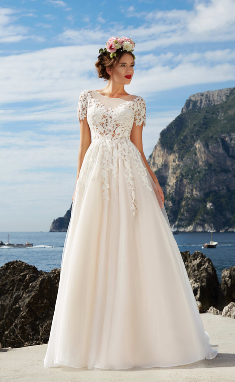 Laura (10118) gown from the 2017 Victoria Soprano collection, as seen on dressfinder.ca