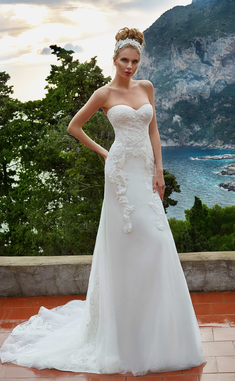 Marchella (12018) gown from the 2017 Victoria Soprano collection, as seen on dressfinder.ca