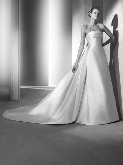 Onil Wedding                                          dress by Pronovias Atelier