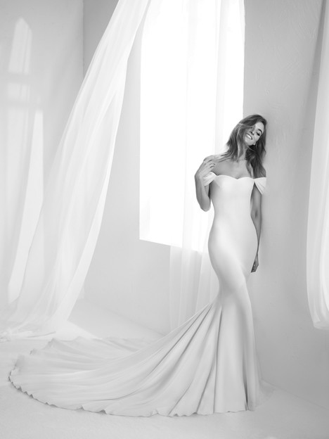 Raciela Wedding dress by Pronovias Atelier
