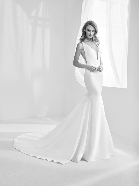 Racimo Wedding                                          dress by Pronovias Atelier