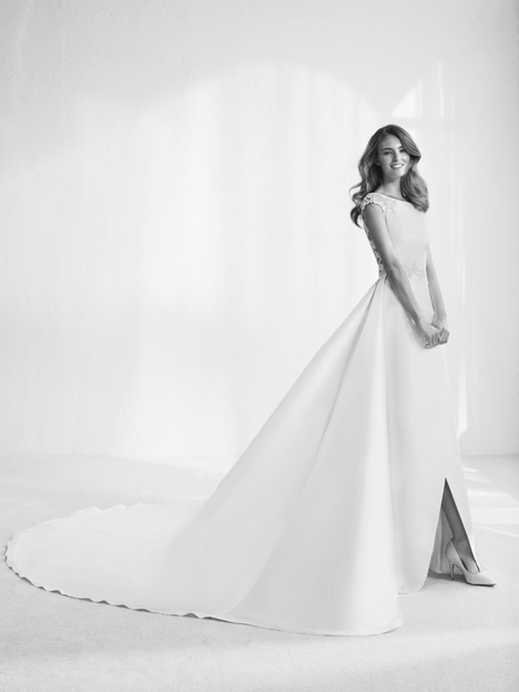 Rapsody gown from the 2018 Pronovias Atelier collection, as seen on dressfinder.ca