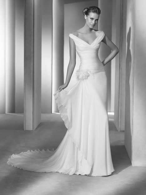 Templo gown from the 2018 Pronovias Atelier collection, as seen on dressfinder.ca