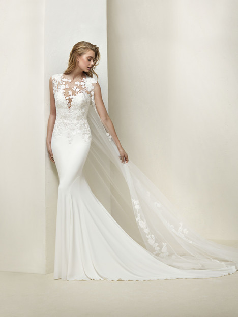 Drail Wedding                                          dress by Pronovias