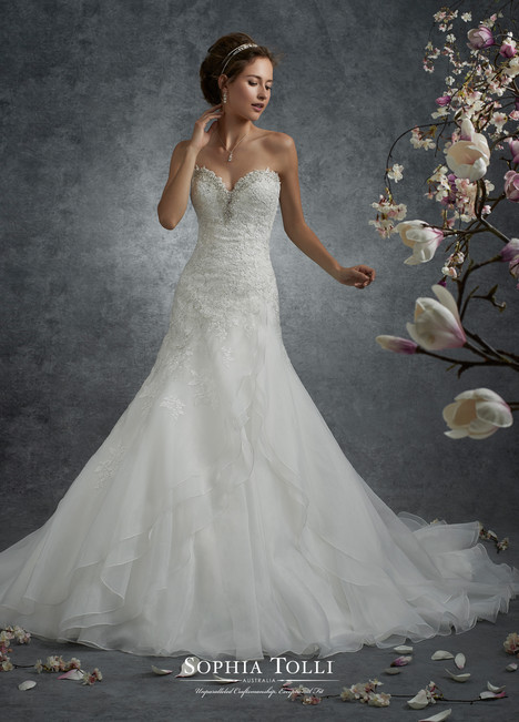 Perseus (Y21741) gown from the 2017 Sophia Tolli collection, as seen on dressfinder.ca