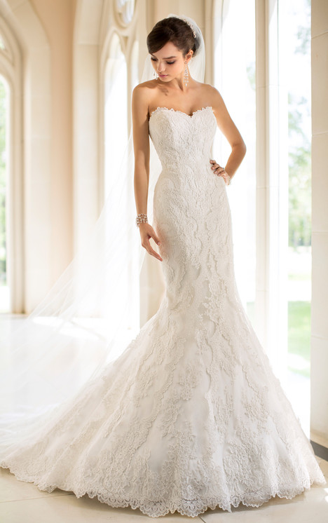 5840 gown from the 2014 Stella York collection, as seen on dressfinder.ca