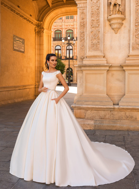 Raffaello gown from the 2017 Crystal Sevilia collection, as seen on dressfinder.ca