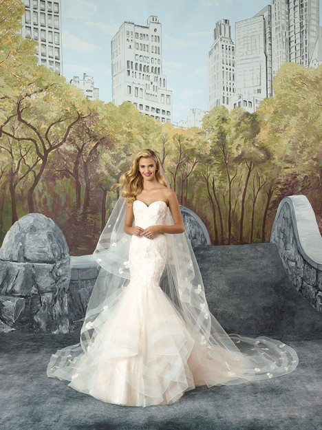 8915 gown from the 2017 Justin Alexander collection, as seen on dressfinder.ca
