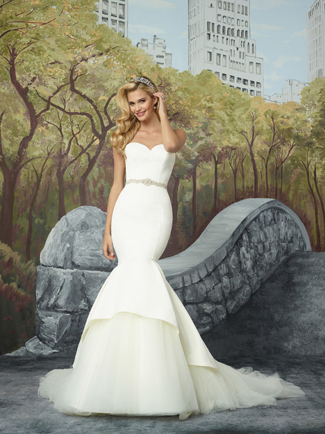 8933 (2) gown from the 2017 Justin Alexander collection, as seen on dressfinder.ca