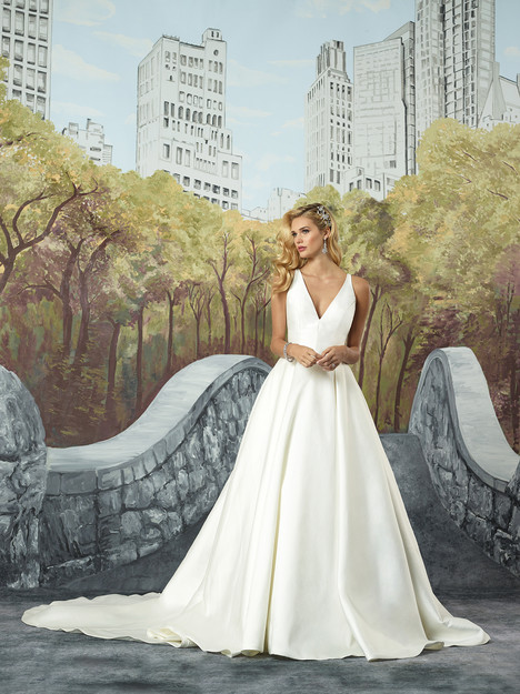 Style 8937 gown from the 2017 Justin Alexander collection, as seen on dressfinder.ca
