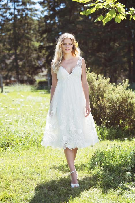 6475 Wedding                                          dress by Lillian West