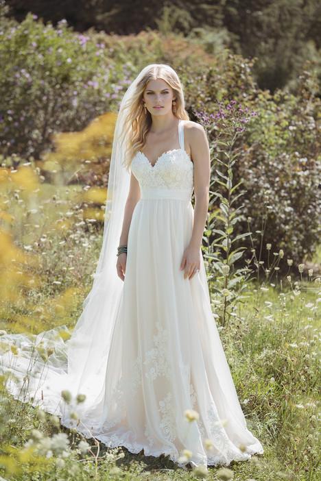 6481 Wedding                                          dress by Lillian West