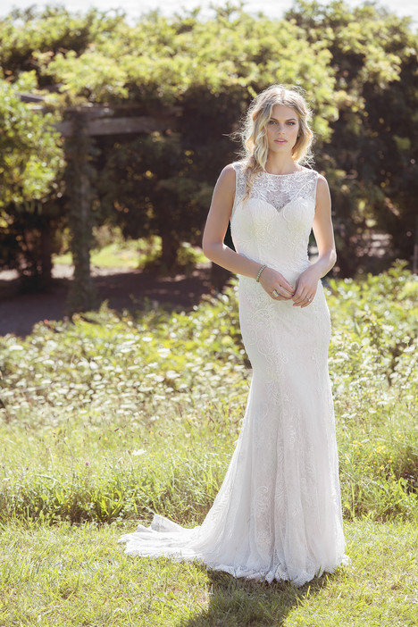 6490 gown from the 2017 Lillian West collection, as seen on dressfinder.ca