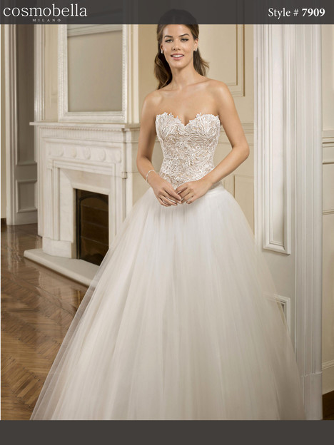 7909 Wedding                                          dress by Cosmobella