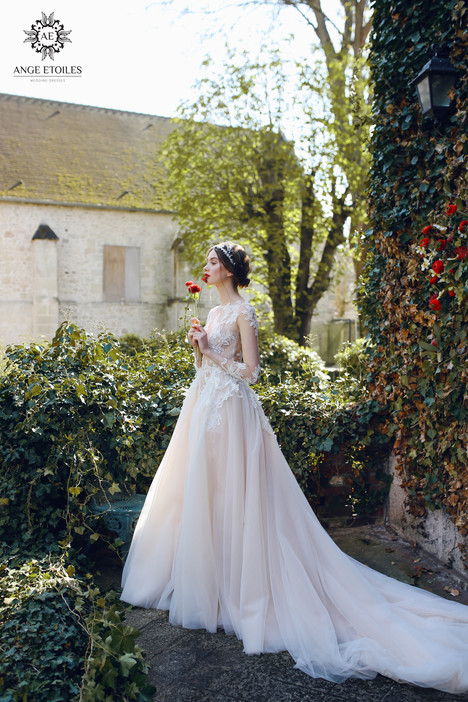 Alma Wedding                                          dress by Ange Etoiles