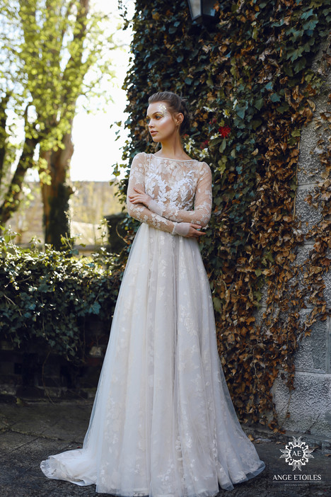 Ilayin Wedding                                          dress by Ange Etoiles