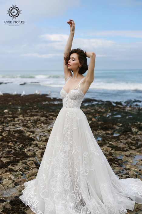 Larein Wedding                                          dress by Ange Etoiles